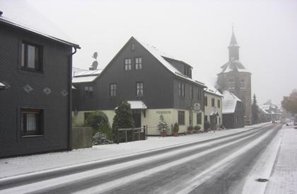 Neustadt am Rennsteig im Oktober 2009 mit Schnee
