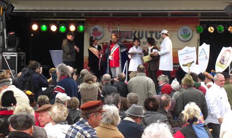 Rostkultur 2010, Rostbratwurstanbiss mit Thüringer Wurstkönigin und Thüringer Bratwurstkönig