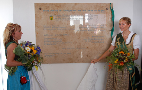 Die Tafel mit Namen der Großspender im Schneekopfturm