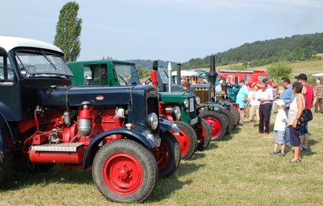 Traktoren Oldtimer präsentieren sich