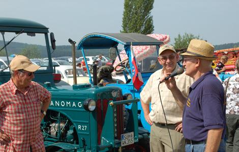 Vorstellung der Traktoren und Oldtimer zum traktoren- und Oldtimertag