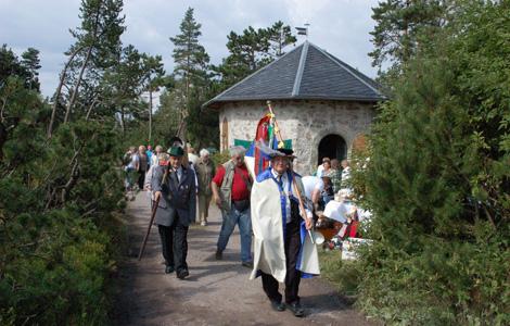 Historische Kostüme Oldtimer beim 3. Lange Berg Fest