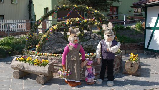 Osterhasenfamilie in Möhrenbach
